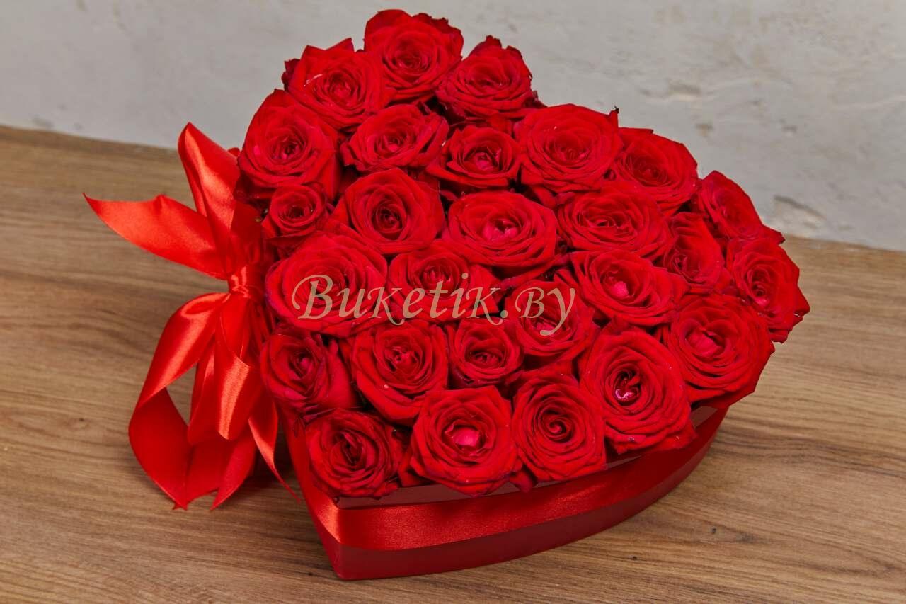 Бордовые розы оформленные в виде сердца \