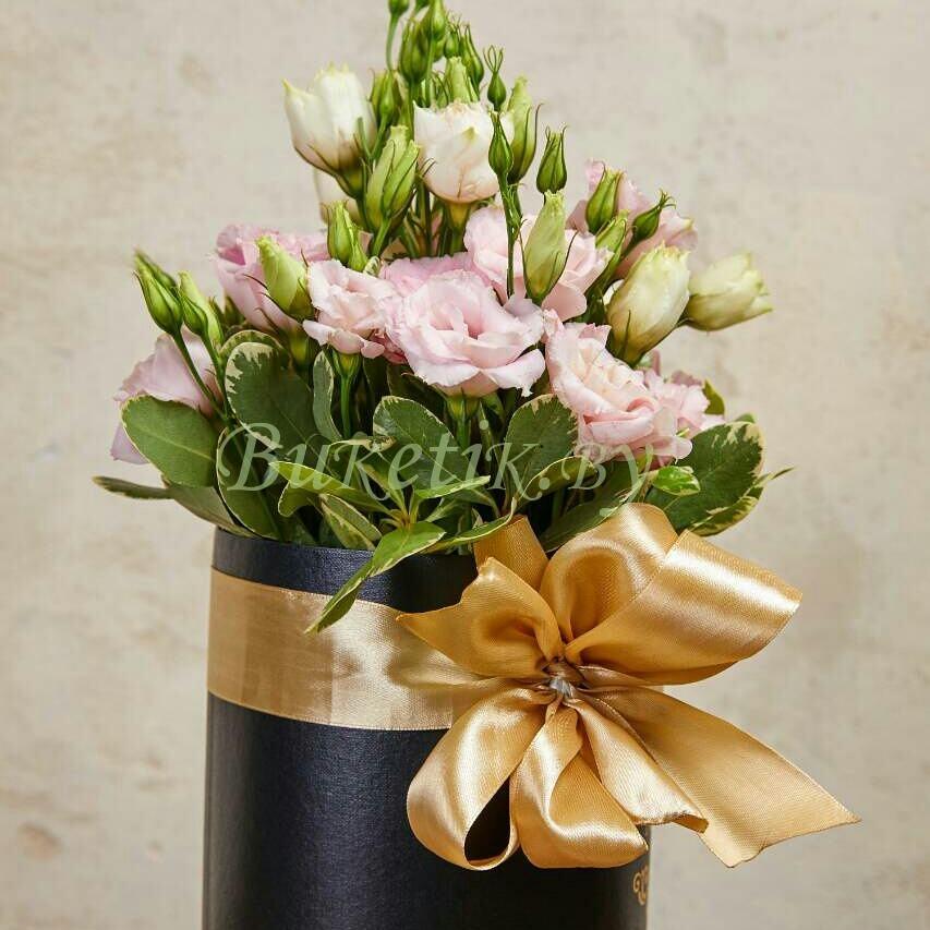 Розовая махровая эустома в элегантной черной коробке
