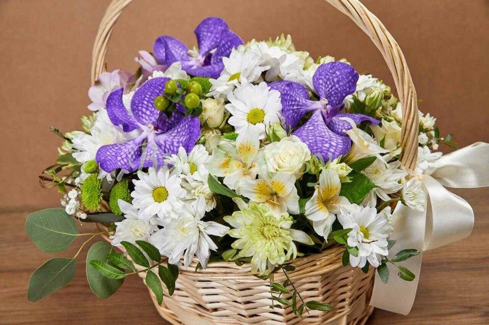 Корзина цветов Бело-желтое ассорти
