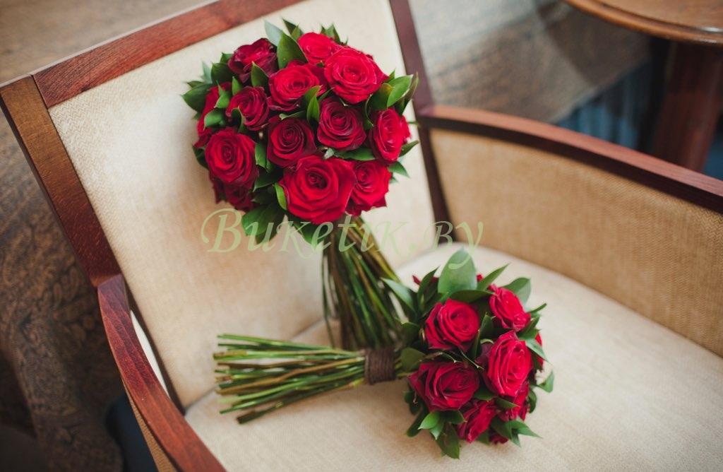 Красно-зеленый свадебный букет