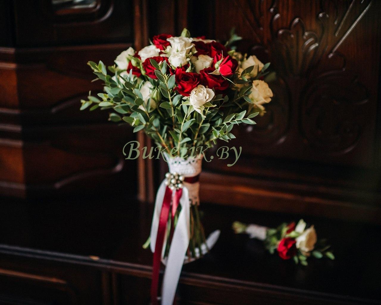 Красно-белый свадебный букет