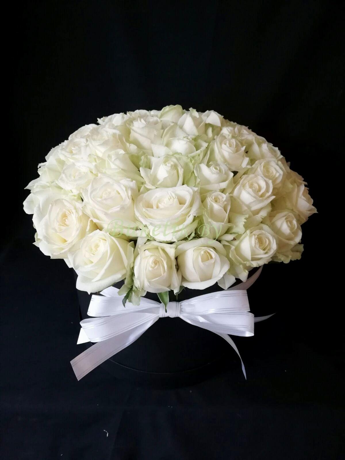 Коробка из 45 белоснежных роз