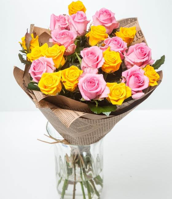 Букет  из  21 желтой и розовой эквадорских роз