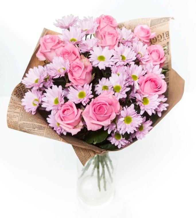 Букет с розовой розы и хризантемой