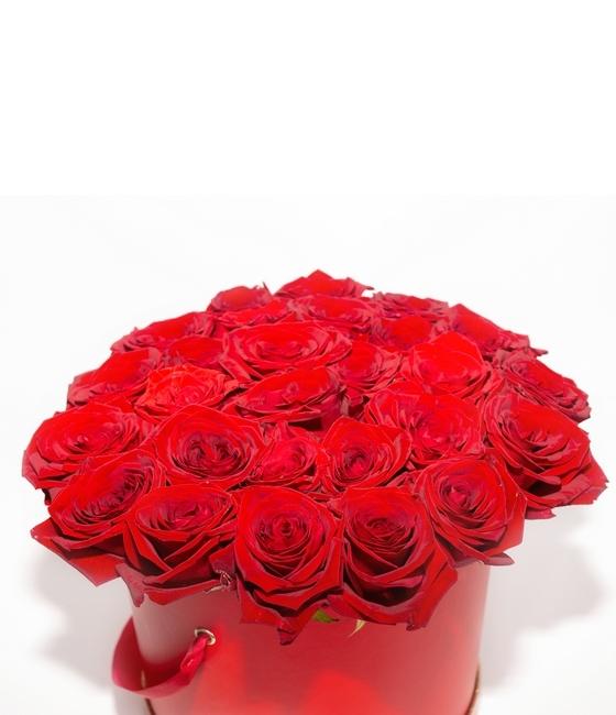 35 роскошных бордовых роз в шляпной коробке
