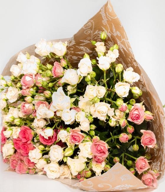 Бело-розовый микс из кустовых роз