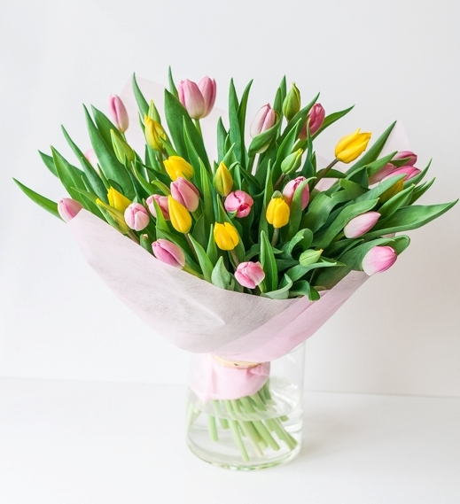 Букет из желтых и розовых тюльпанов 51шт