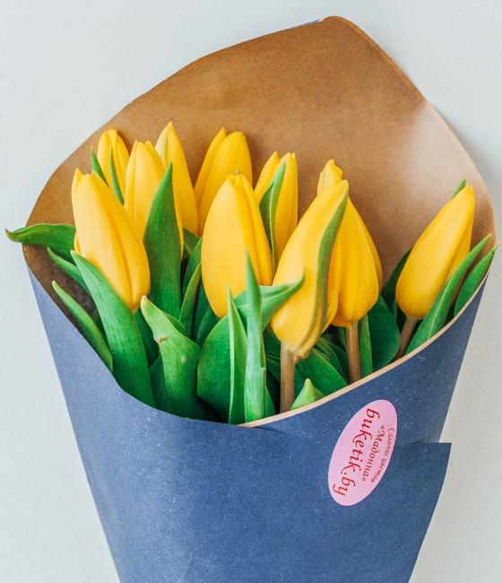 Букет из 11 желтые тюльпанов в крафте
