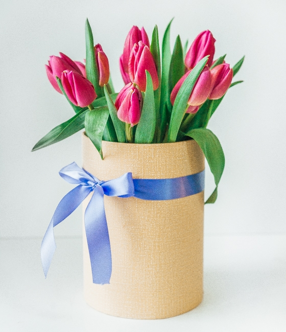 Розовые тюльпаны в коробке 15шт