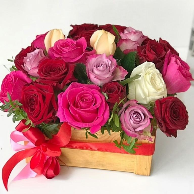 Композиция из роскошных роз