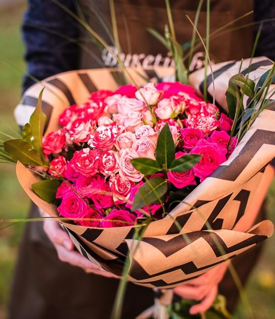 Букет из 15 кустовых роз \