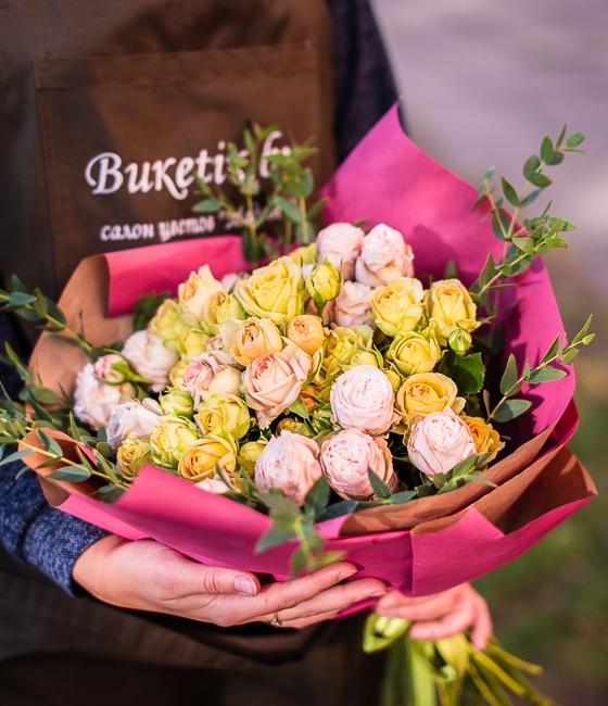 Букет из 9 кустовых роз \