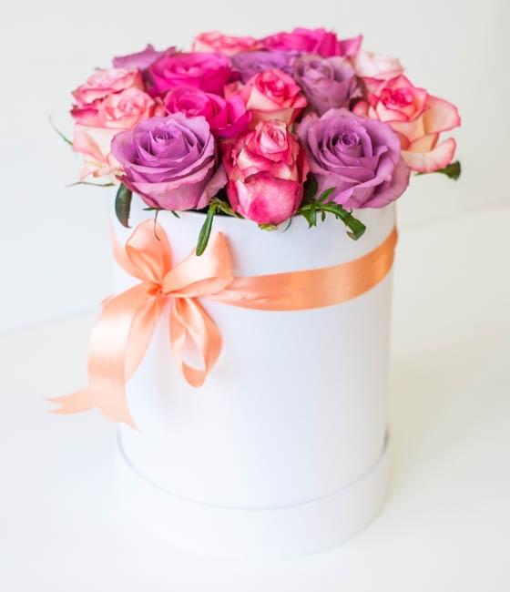 Роскошные розы в шляпной коробке \