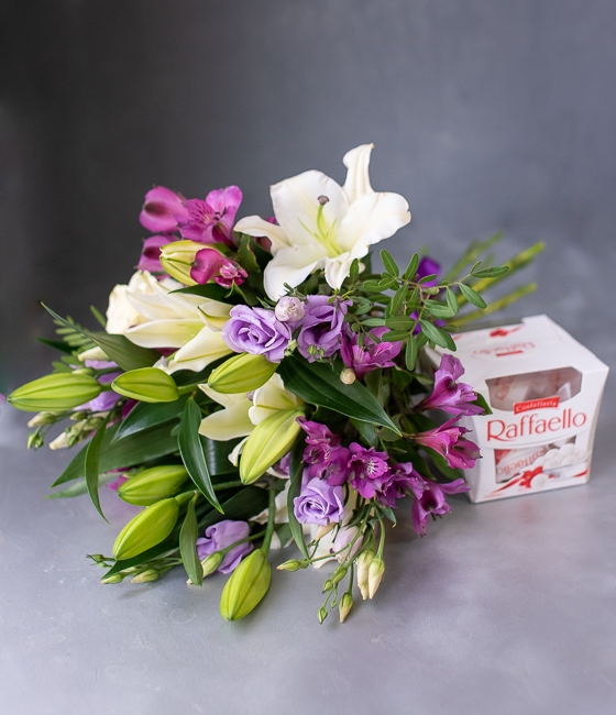 Букет цветов с лилиями \