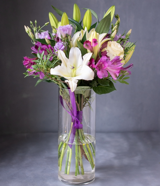 Букет цветов с лилиями