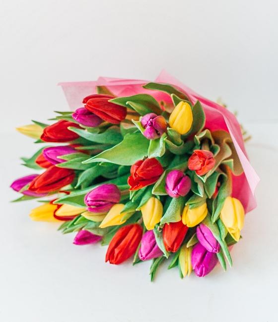 Букет из 35 тюльпанов (разных цветов)