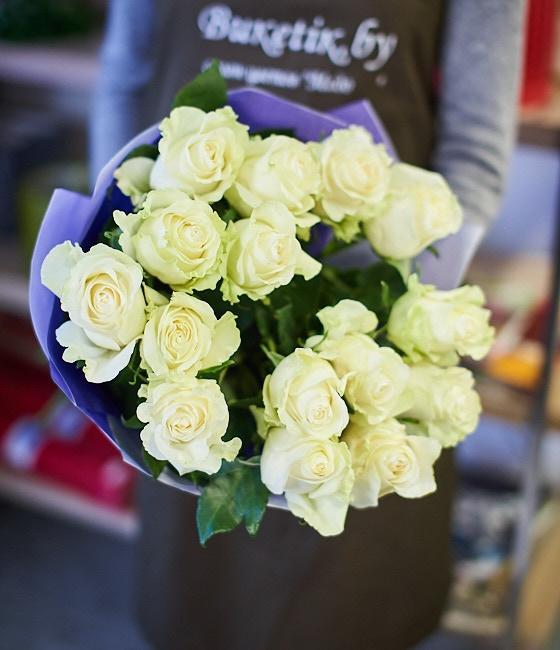 Роскошные белые розы 15шт
