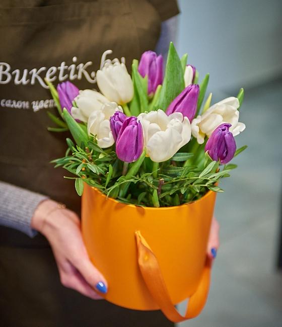 15 тюльпанов в шляпной коробке